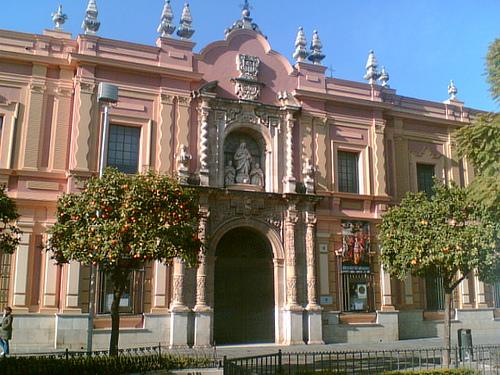 museos cerca de hotel en el centro de Sevilla